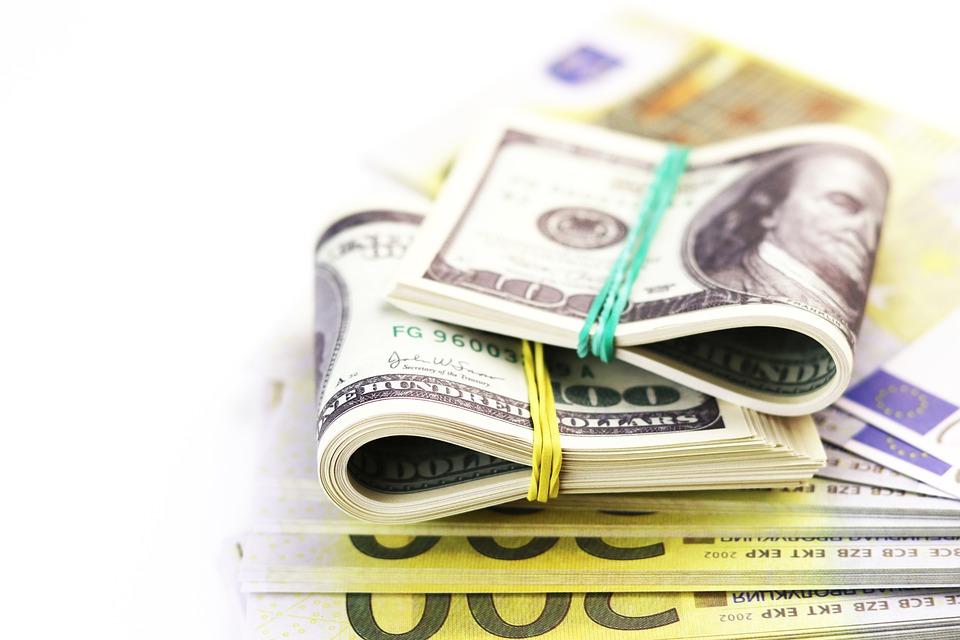 balík peněz