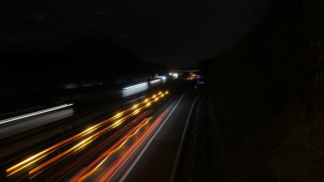 světla aut na dálnici.jpg