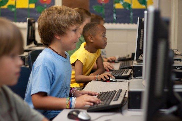 sledování na počítači