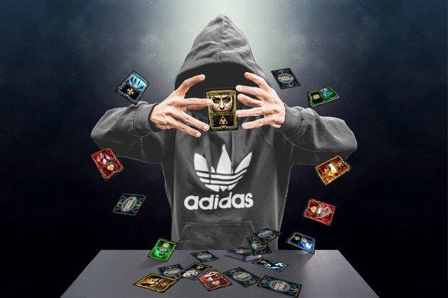 kouzelník v mikině Adidas